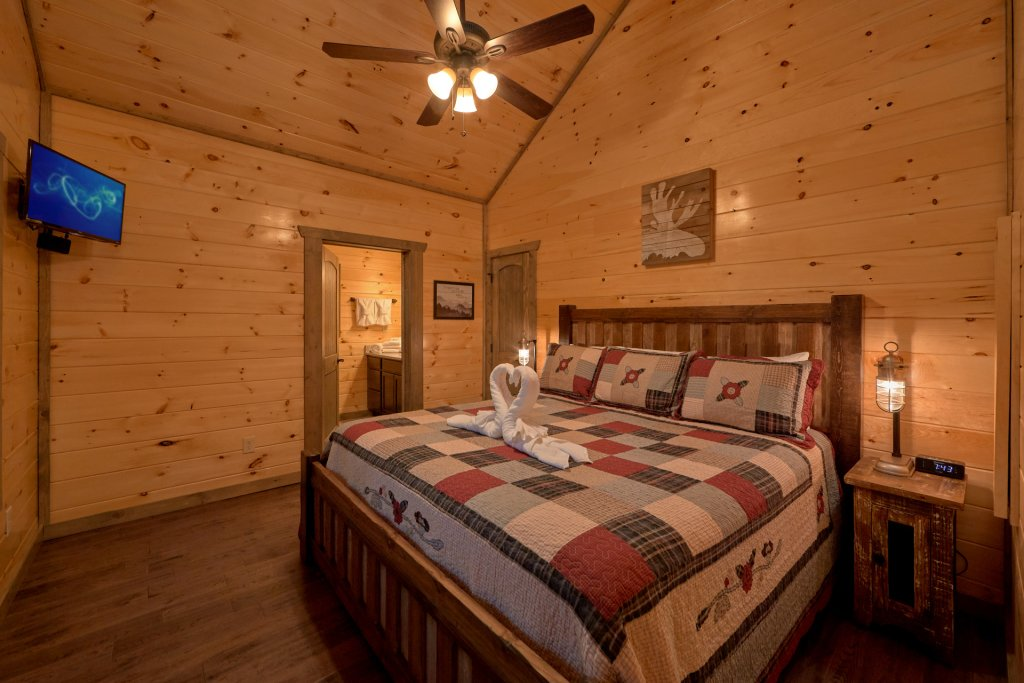 Photo of a Gatlinburg Cabin named Blackberry Springs - This is the seventeenth photo in the set.