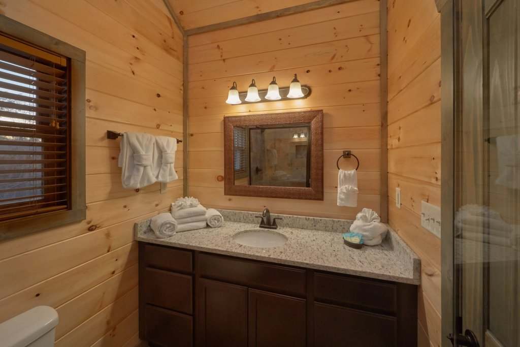 Photo of a Gatlinburg Cabin named Blackberry Springs - This is the twenty-first photo in the set.