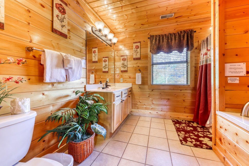 Photo of a Sevierville Cabin named Southern Charm - This is the twenty-fourth photo in the set.