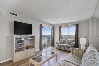 Regency Towers 403, 3 Bedrooms, Beach Front, Wifi, Pool Access, Sleeps 8