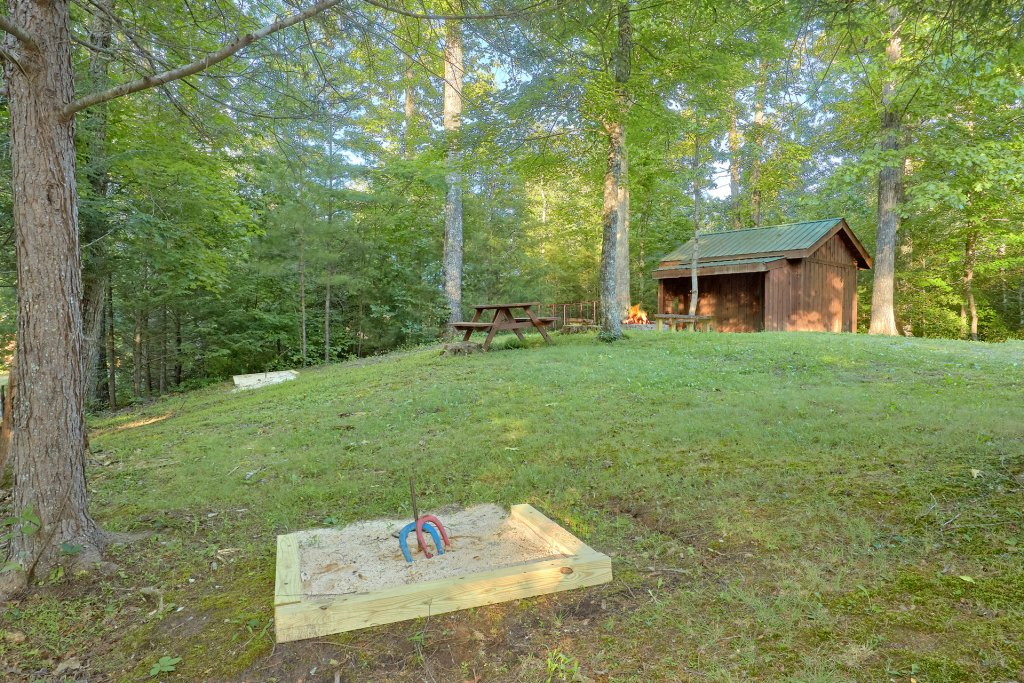 Photo of a Pigeon Forge Cabin named Hickory Lodge - This is the sixth photo in the set.