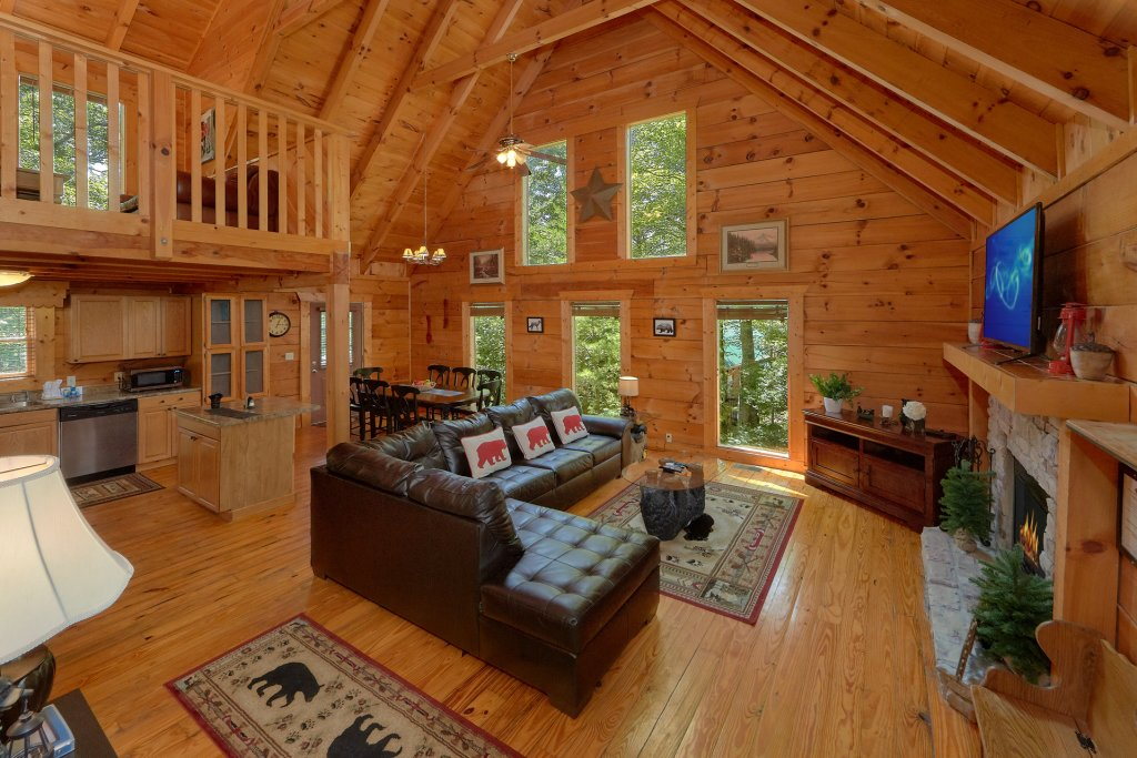 Photo of a Pigeon Forge Cabin named Hickory Lodge - This is the eighteenth photo in the set.
