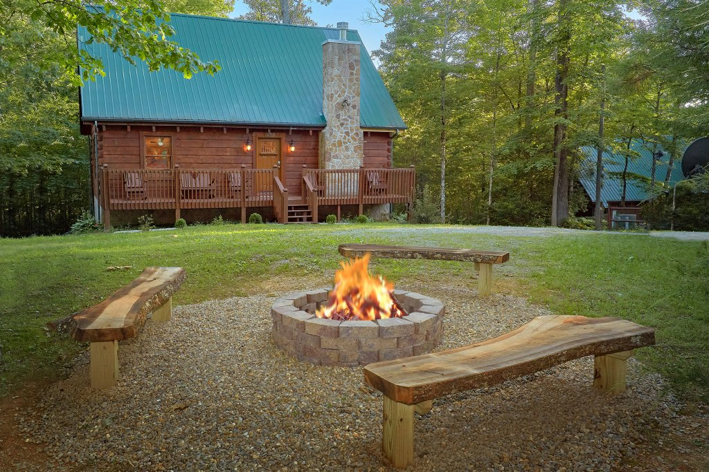 Photo of a Pigeon Forge Cabin named Hickory Lodge - This is the second photo in the set.