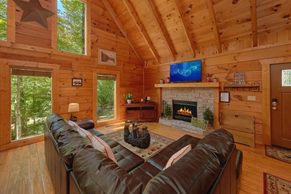 Photo of a Pigeon Forge Cabin named Hickory Lodge - This is the nineteenth photo in the set.