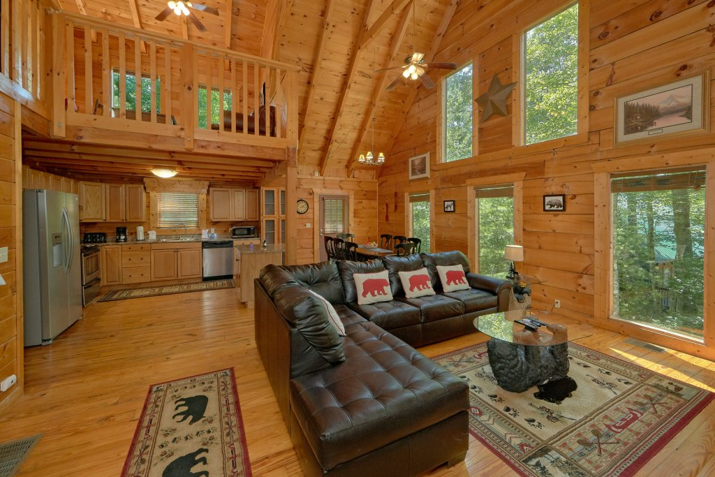 Photo of a Pigeon Forge Cabin named Hickory Lodge - This is the twentieth photo in the set.