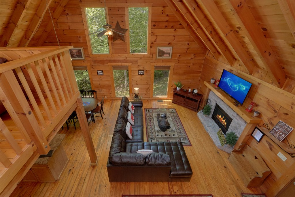 Photo of a Pigeon Forge Cabin named Hickory Lodge - This is the sixteenth photo in the set.
