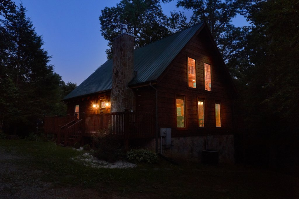 Photo of a Pigeon Forge Cabin named Hickory Lodge - This is the third photo in the set.