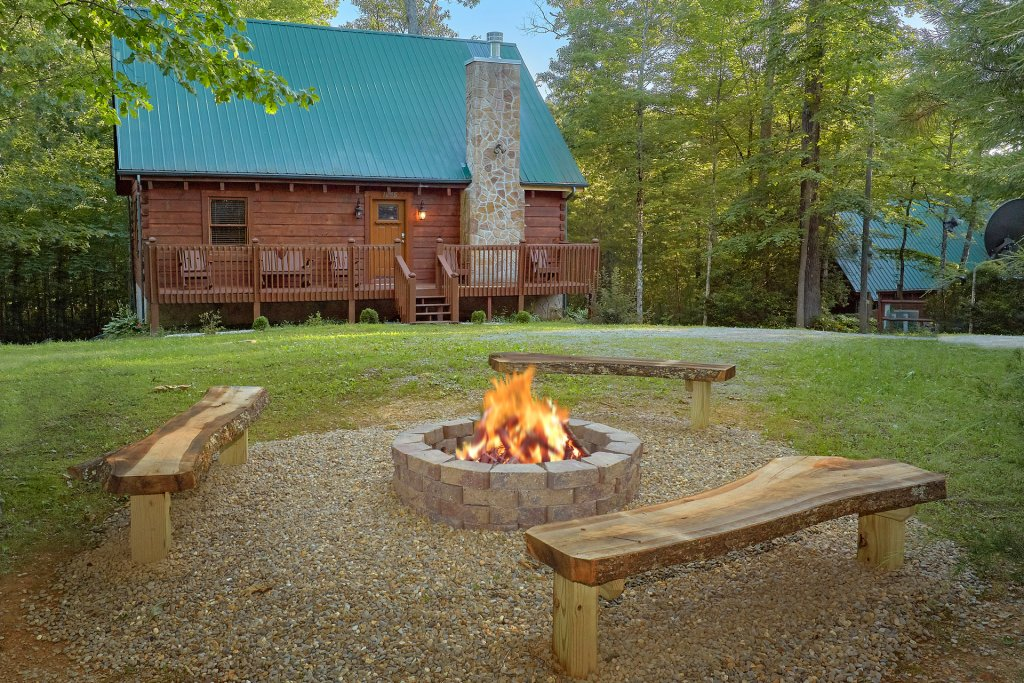 Photo of a Pigeon Forge Cabin named Hickory Lodge - This is the first photo in the set.