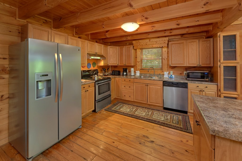 Photo of a Pigeon Forge Cabin named Hickory Lodge - This is the fifteenth photo in the set.