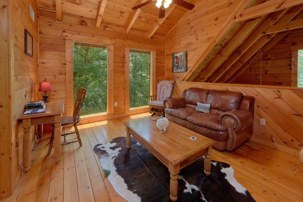 Photo of a Pigeon Forge Cabin named Hickory Lodge - This is the seventeenth photo in the set.