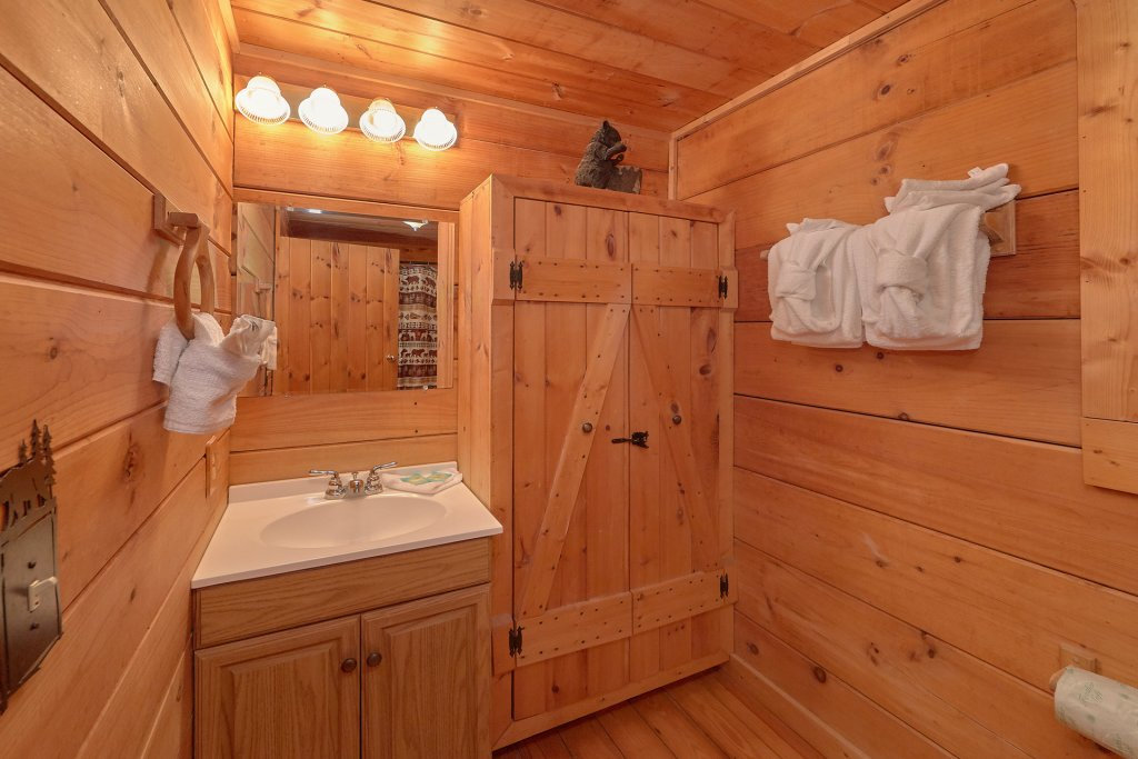 Photo of a Pigeon Forge Cabin named Hickory Lodge - This is the twenty-sixth photo in the set.