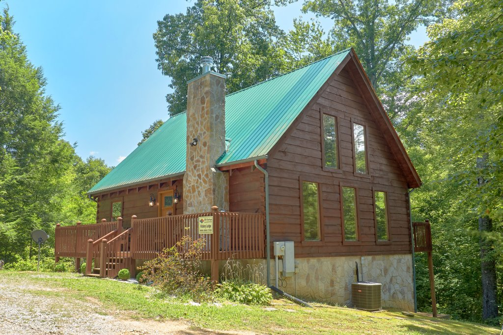 Photo of a Pigeon Forge Cabin named Hickory Lodge - This is the thirty-third photo in the set.