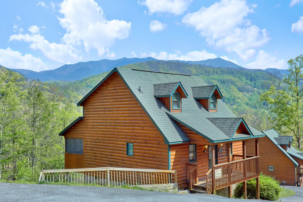 Photo of a Gatlinburg Cabin named Inspiration Point - This is the first photo in the set.