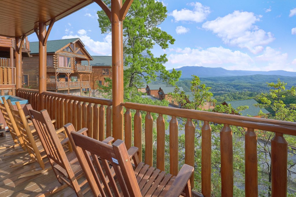 Photo of a Pigeon Forge Cabin named Legacy Vista - This is the fourth photo in the set.