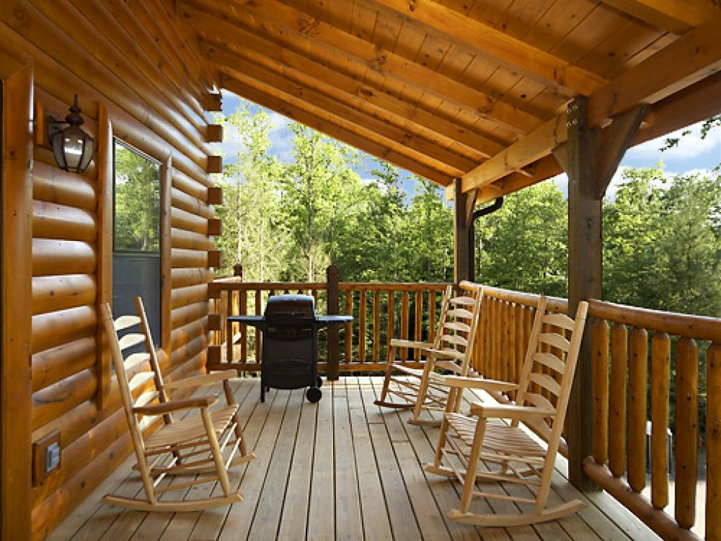 Photo of a Gatlinburg Cabin named Misty Mountain Lodge - This is the twenty-fourth photo in the set.