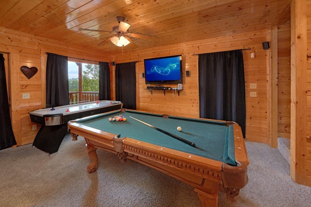 Photo of a Pigeon Forge Cabin named Legacy Vista - This is the sixth photo in the set.