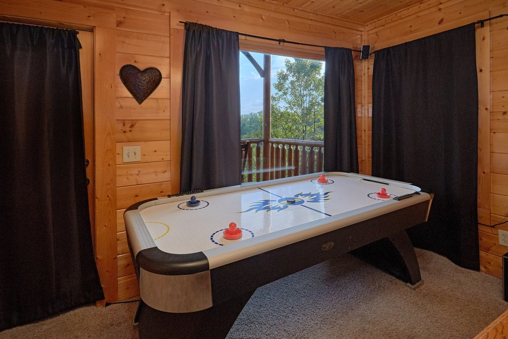 Photo of a Pigeon Forge Cabin named Legacy Vista - This is the eighth photo in the set.