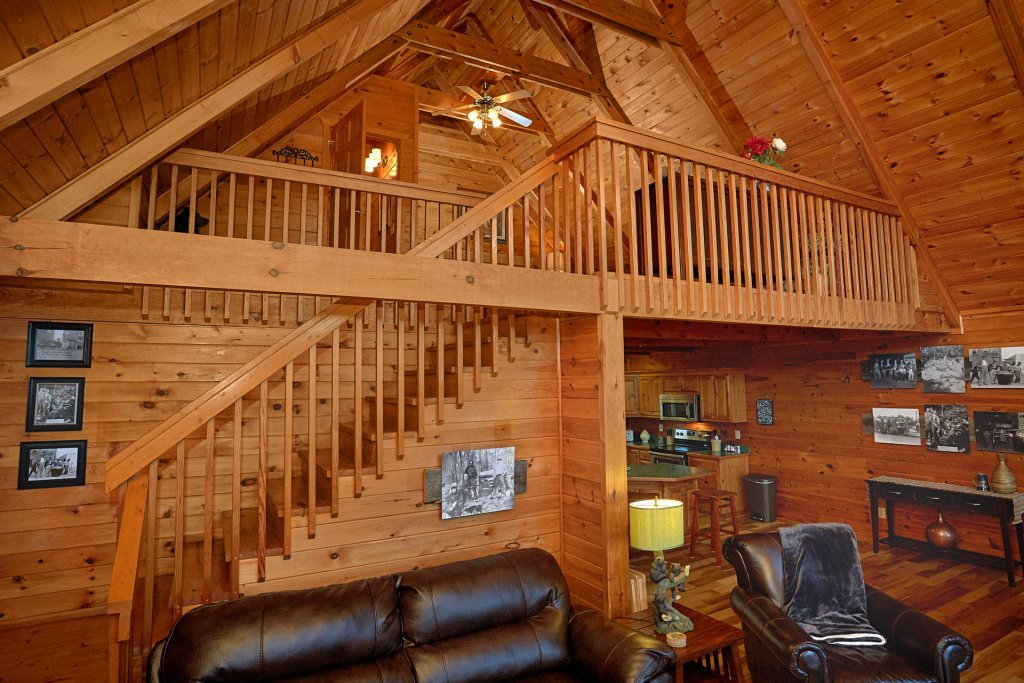 Photo of a Gatlinburg Cabin named Moonshiners View - This is the ninth photo in the set.