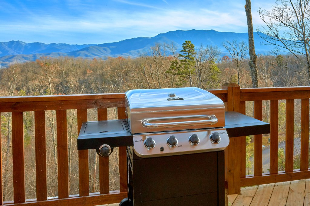 Photo of a Gatlinburg Cabin named Legends Pool Lodge - This is the tenth photo in the set.