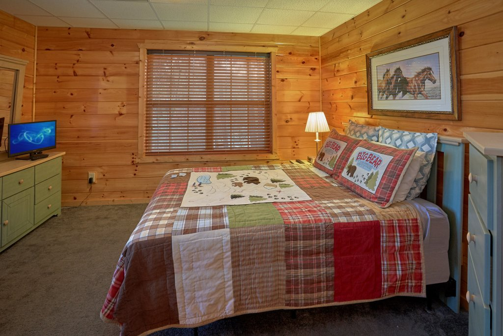 Photo of a Gatlinburg Cabin named Moonshiners View - This is the seventeenth photo in the set.