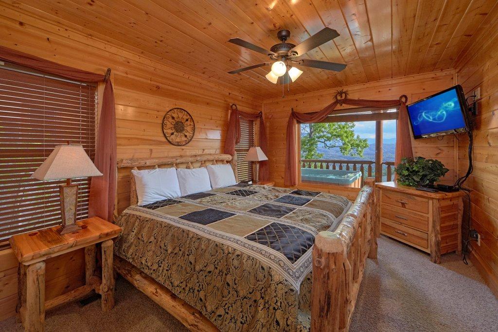 Photo of a Pigeon Forge Cabin named Legacy Vista - This is the fourteenth photo in the set.
