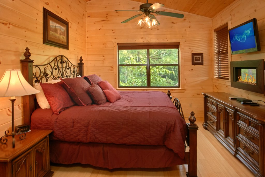 Photo of a Gatlinburg Cabin named Love Me Tender - This is the thirteenth photo in the set.