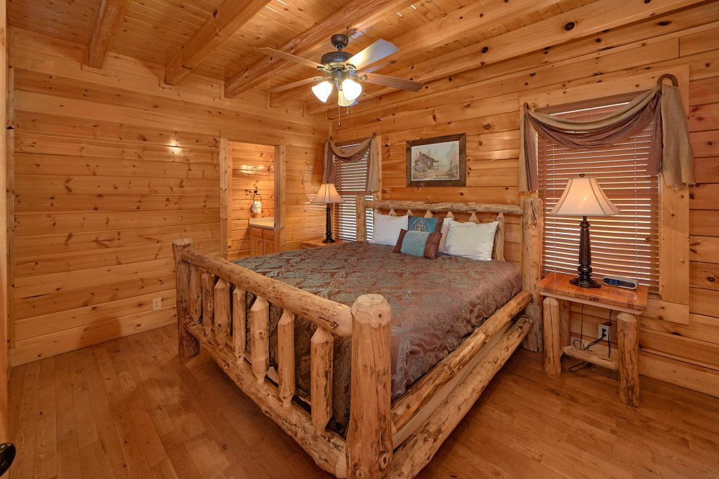 Photo of a Pigeon Forge Cabin named Legacy Vista - This is the seventeenth photo in the set.