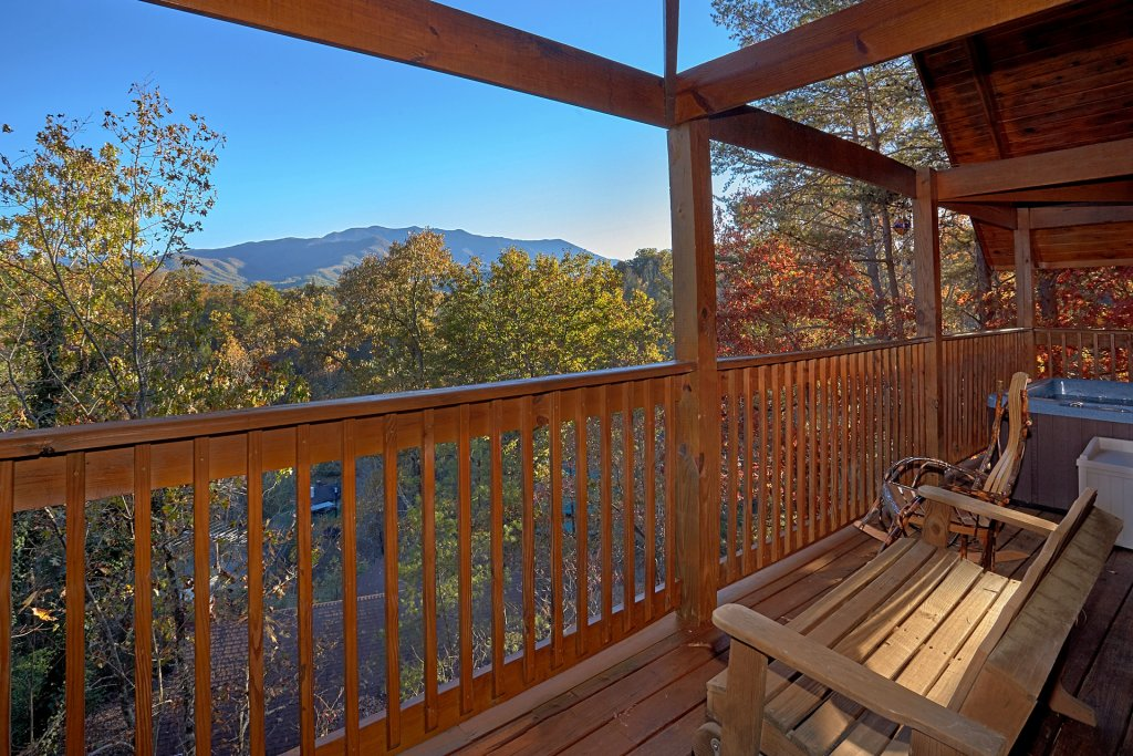 Photo of a Gatlinburg Cabin named Moonshiners View - This is the twenty-first photo in the set.