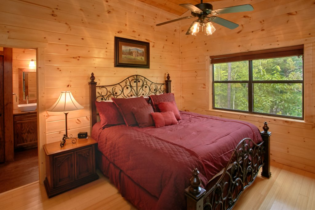Photo of a Gatlinburg Cabin named Love Me Tender - This is the fifteenth photo in the set.
