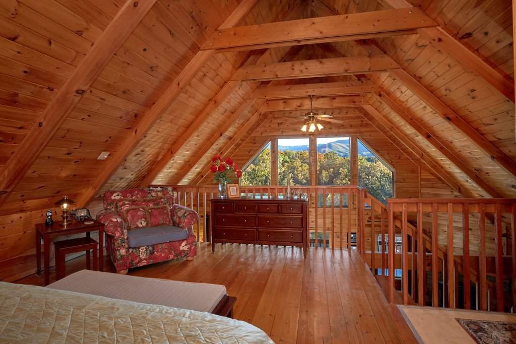 Photo of a Gatlinburg Cabin named Moonshiners View - This is the thirteenth photo in the set.