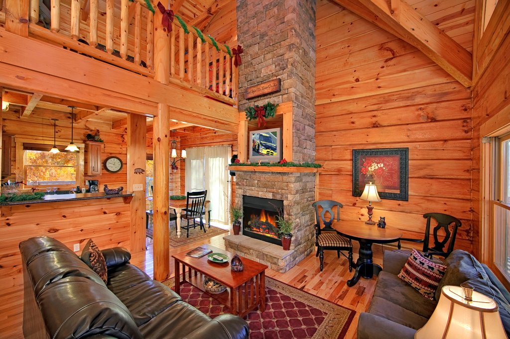 Photo of a Gatlinburg Cabin named Mountain Laurel - This is the first photo in the set.