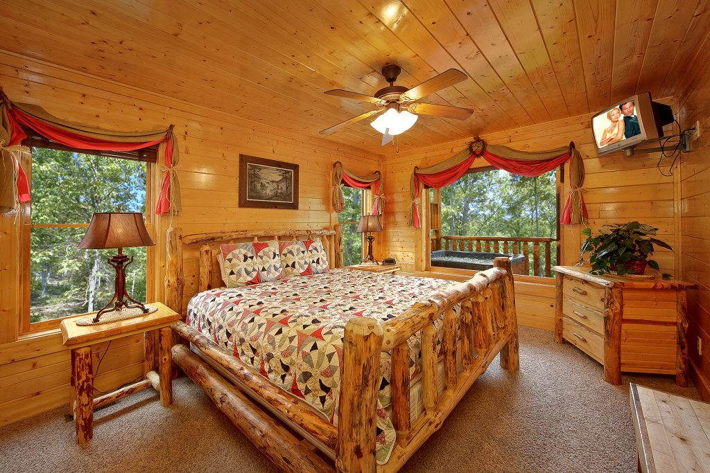 Photo of a Pigeon Forge Cabin named Misty Ridge #68 - This is the eighteenth photo in the set.