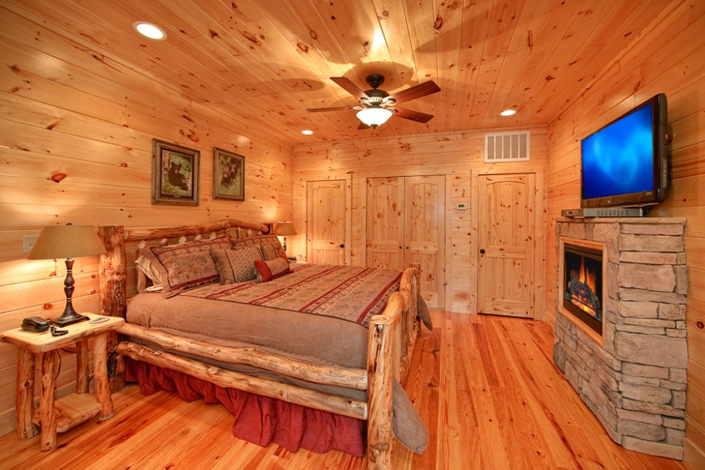 Photo of a Gatlinburg Cabin named Mountain Hideaway - This is the tenth photo in the set.