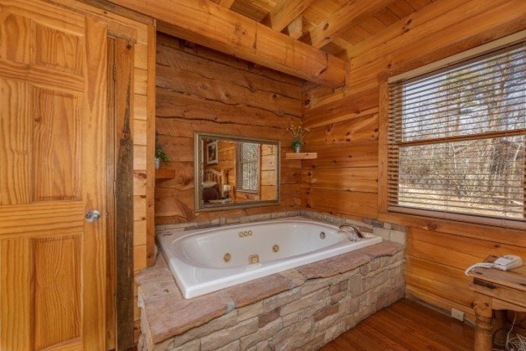 Photo of a Sevierville Cabin named Smoky Bears Creek - This is the sixth photo in the set.