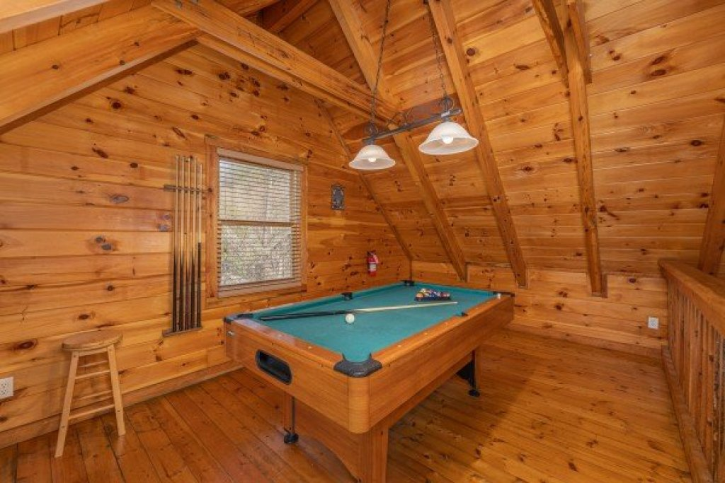 Photo of a Sevierville Cabin named Smoky Bears Creek - This is the eleventh photo in the set.