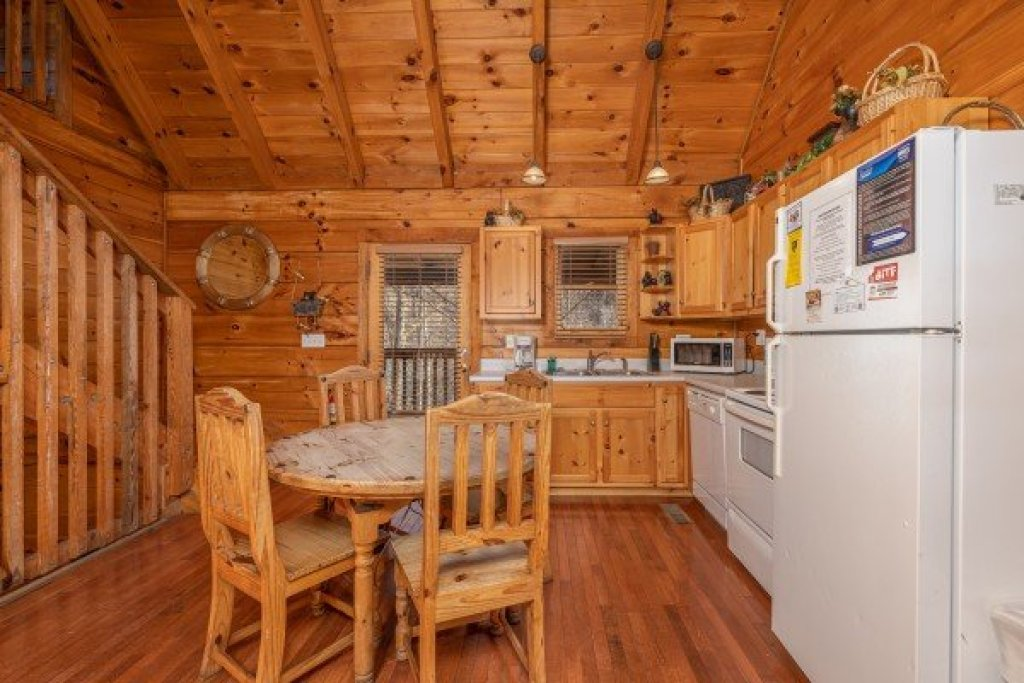 Photo of a Sevierville Cabin named Smoky Bears Creek - This is the fourth photo in the set.