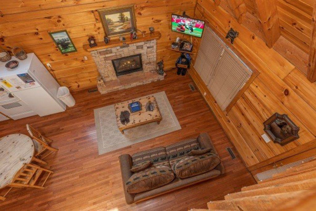 Photo of a Sevierville Cabin named Smoky Bears Creek - This is the tenth photo in the set.