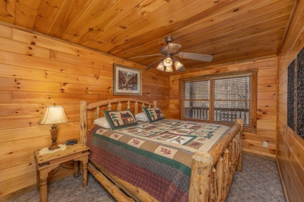 Photo of a Sevierville Cabin named Smoky Bears Creek - This is the fourteenth photo in the set.