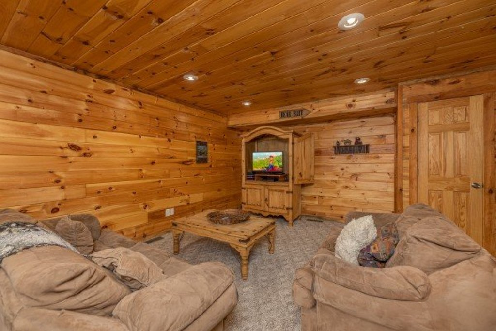 Photo of a Sevierville Cabin named Smoky Bears Creek - This is the thirteenth photo in the set.