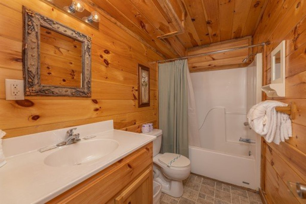 Photo of a Sevierville Cabin named Smoky Bears Creek - This is the sixteenth photo in the set.