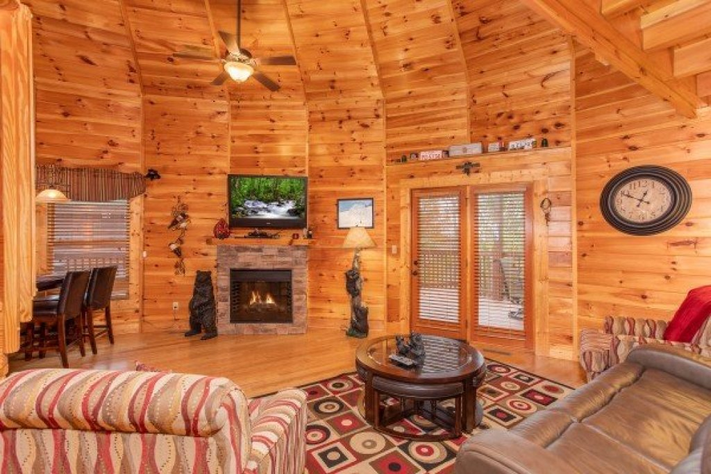 Photo of a Sevierville Cabin named Bears Cove - This is the fourth photo in the set.