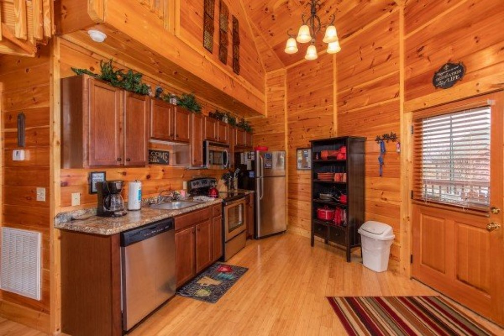 Photo of a Sevierville Cabin named Bears Cove - This is the sixth photo in the set.