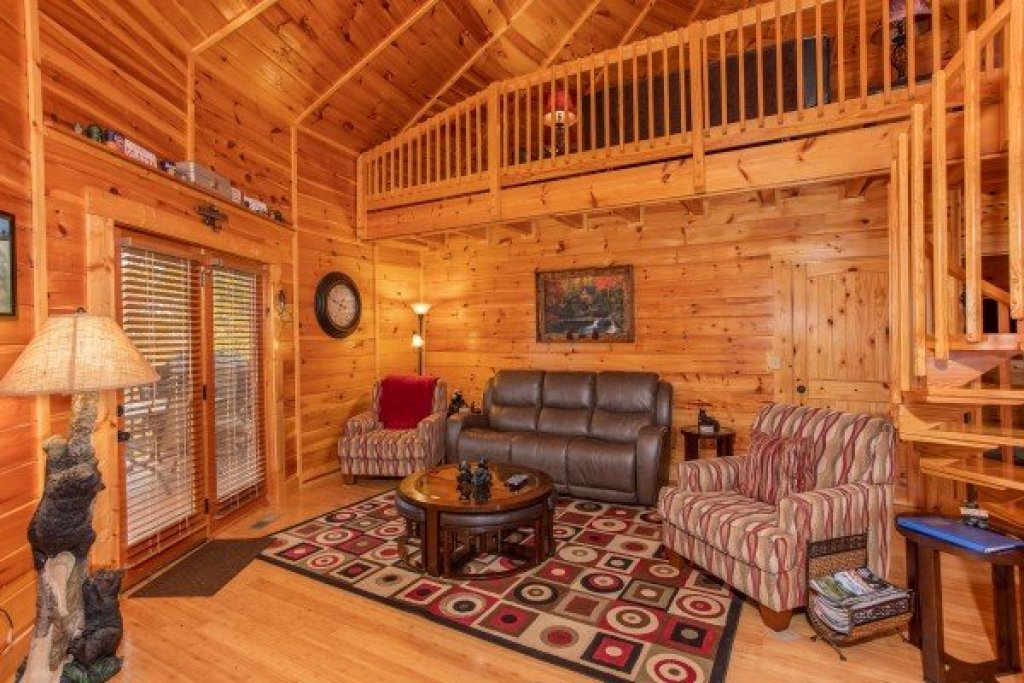Photo of a Sevierville Cabin named Bears Cove - This is the third photo in the set.