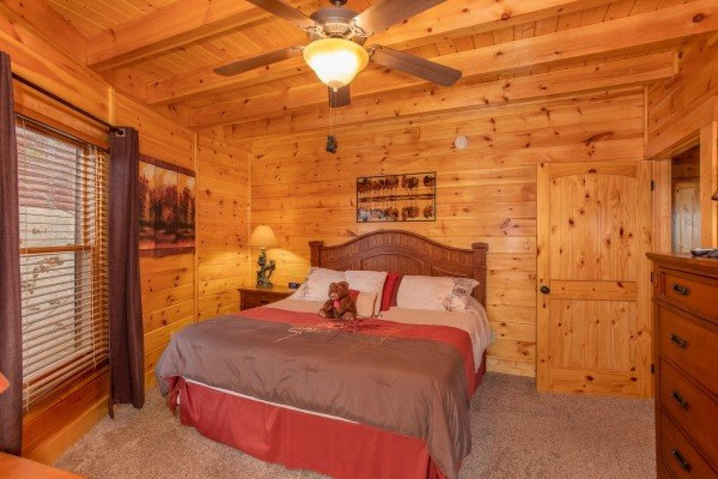 Photo of a Sevierville Cabin named Bears Cove - This is the tenth photo in the set.