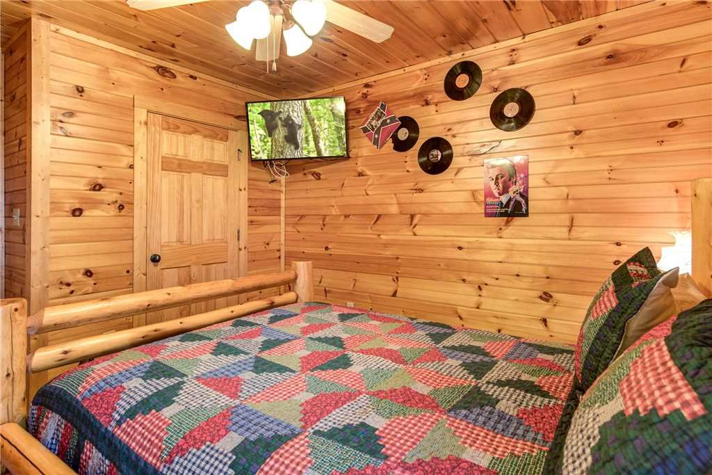 Photo of a Gatlinburg Cabin named Cloud Dancer - This is the eighteenth photo in the set.