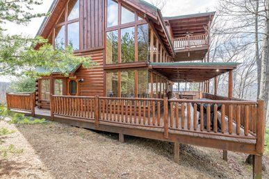 Expansive cabin with stellar views, hot tub, fireplace and seasonal pool access