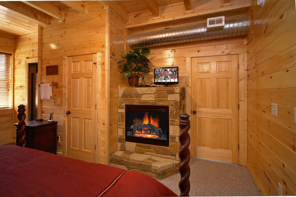 Photo of a Gatlinburg Cabin named Spur Of The Moment - This is the fourteenth photo in the set.
