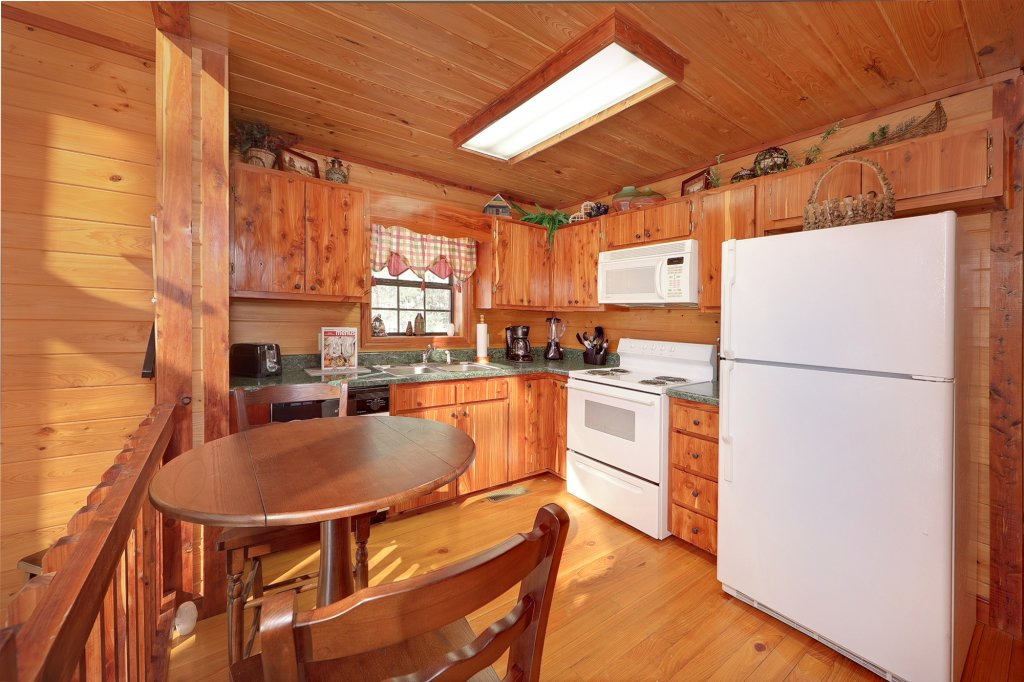 Photo of a Gatlinburg Cabin named Smoky Mountain Romance - This is the seventh photo in the set.
