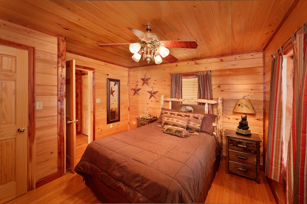 Photo of a Gatlinburg Cabin named Smoky Mountain Romance - This is the eighth photo in the set.