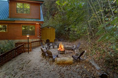 Escape To The Mountains And Enjoy Your Private Deck With Spring And Waterfall